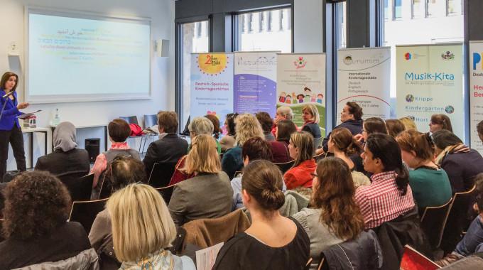 Artikel der Frankfurter Neuen Presse. Dachverband für Mehrsprachige Kindererziehung: Zweisprachigkeit ist modern.